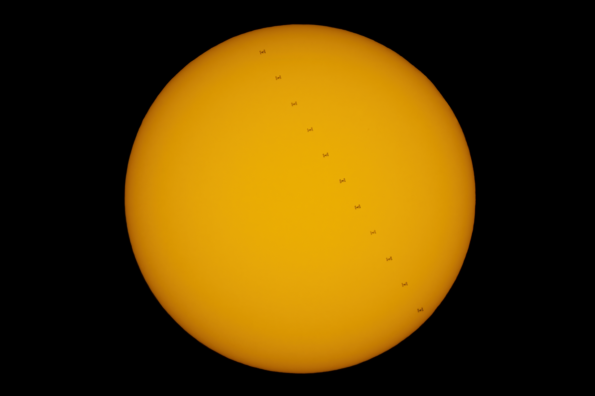 04kwi20_ISS_Sun_stack_G1527.png