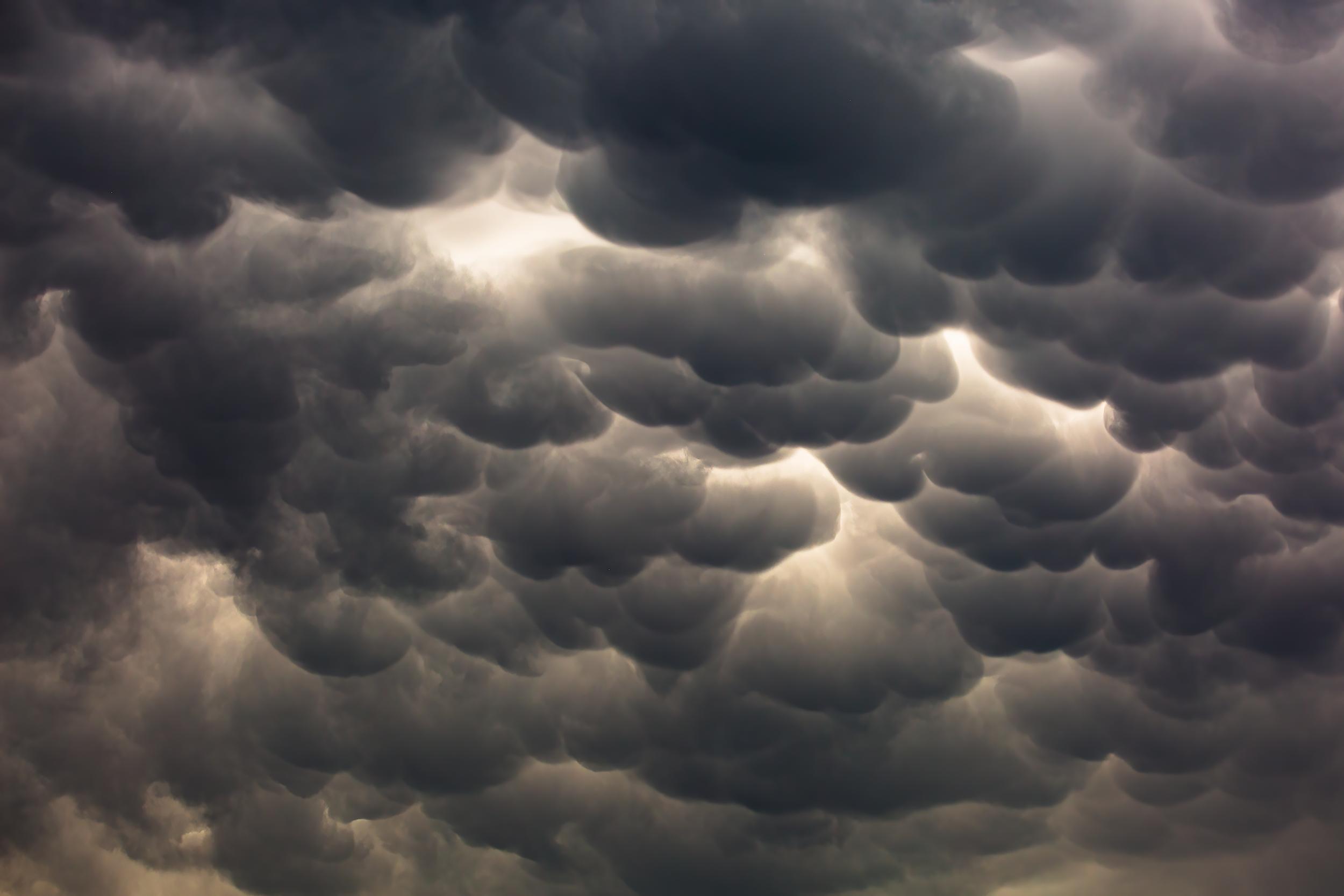24cze21_mammatus_clouds_01.png